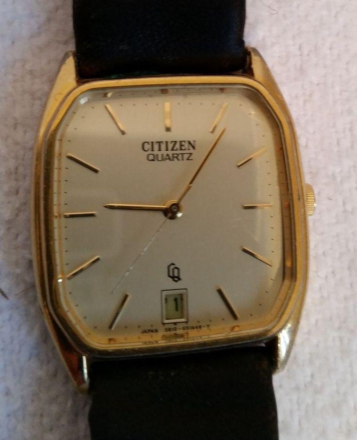 Verkaufe eine alte Armbanduhr Citizen Quartz. Die Uhr ist möglicherweise defekt, ich habe die Funktion nicht überprüft. Verstellen lassen sich die Zeiger problemlos.  Maße der Uhr ca. 2,9 x 3,7 cm.   Das Leder des Armbandes ist alt, spröde und brüchig.