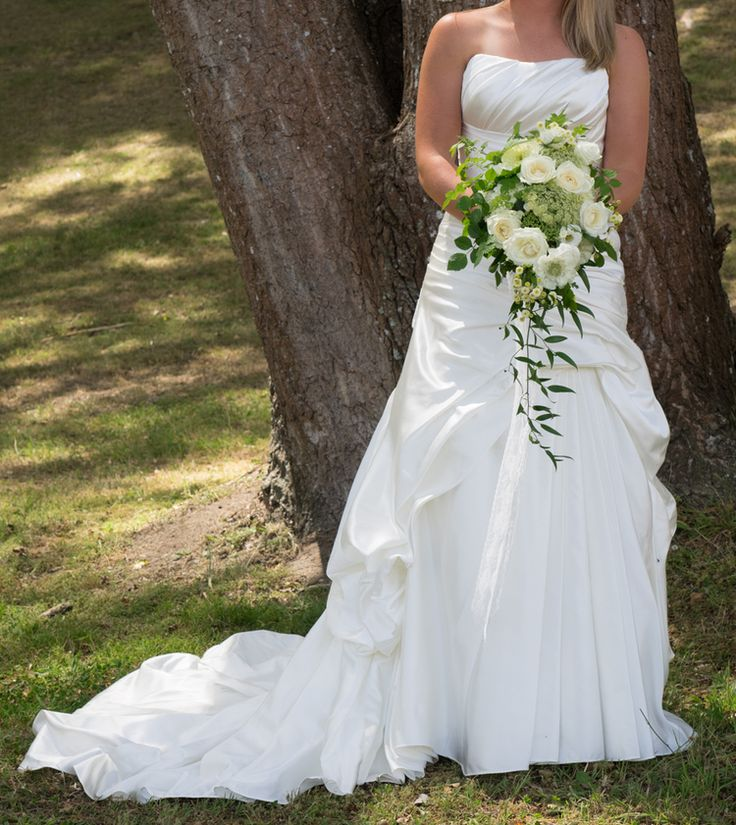 Love this garden style bridal bouquet.  Such an elegant colour combination, green & white.