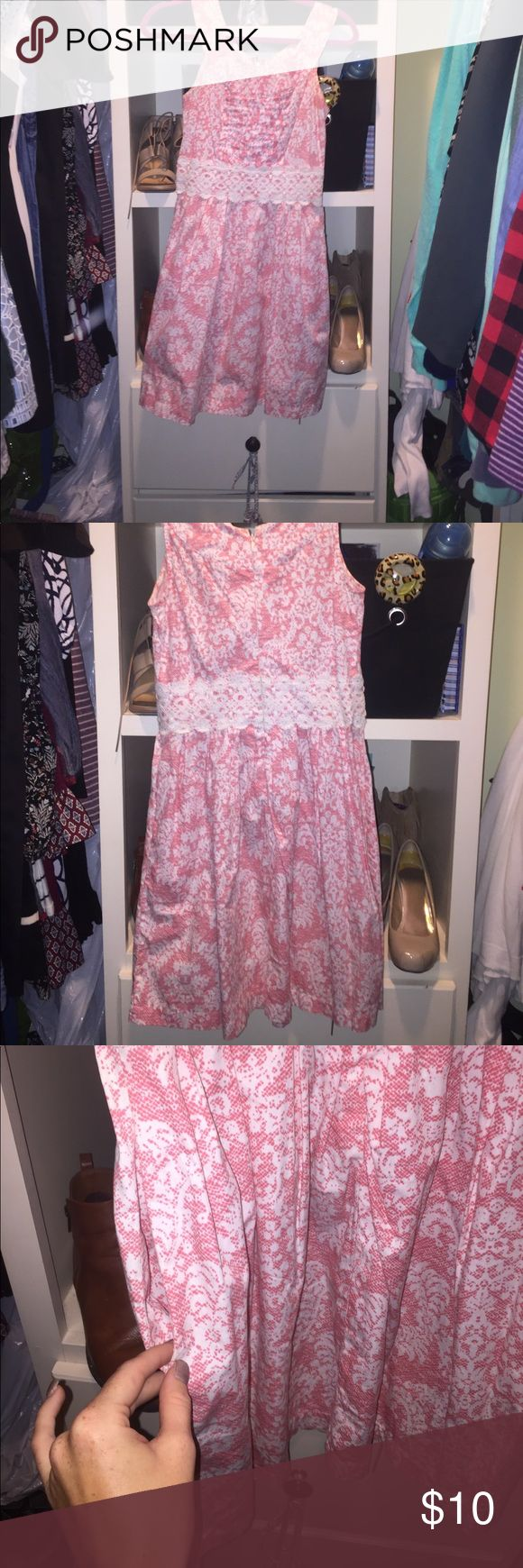 Sundress I hate I'm selling this dress because it's one of my FAVORITES! But I've outgrown it. 😢 Coral and white, also has pockets! Bought from Belk and I'll negotiate 💗 Red Camel Dresses Midi