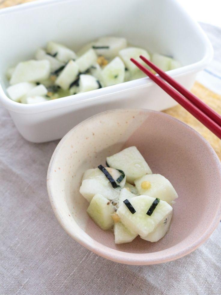 お茶漬けの素で作る長芋のお漬物 by 横田 尋香/ひなちゅん / 切って和えて、あとは冷蔵庫にお任せの簡単レシピです。初めから保存容器に入れて和えれば洗い物も減ります。作り置きできます。おつまみとしても、ごはんにかけて丼にしてもOK。 / Nadia