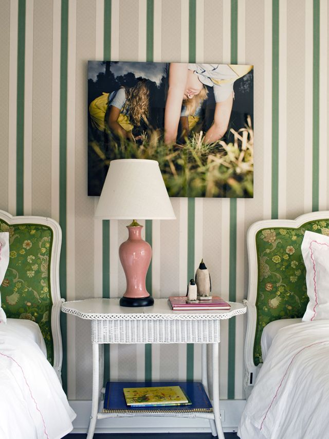 Surprising color combo that we kind of love: green and pale pink! #sharedspace #biggirlroomModern Interiors Design, House Design, Living Room Design, Home Interiors Design, Home Decor, Child Bedrooms, Kate Spade, Modern Home, Design Home