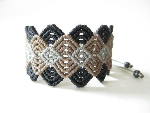 Modern Macrame Bracelet . Handwoven Textile Wristband di raiz