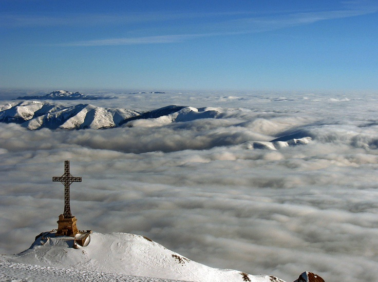BUCEGI MOUNTAINS    The Heroes' Cross was built between 1926 and 1928 in the memory of the railway heroes who died on duty in World War I fighting against the armies of the Central Powers.
