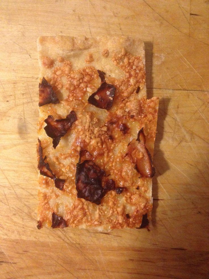 In questo nuovo impasto ho usato inprevalenza farina di tipo 0 con l'aggiunta di circa il 10% di farina integrale.  La lista degli ingredienti è que