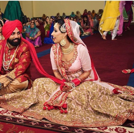 Awwww! Love this animated shot of the bride and groom in conversation at the Anandkaraj #stunning Sikh #brides #weddingPhoto #coupleShoot #indianWeddings | curated by #WittyVows the ultimate guide for the Indian bride | www.wittyvows.com