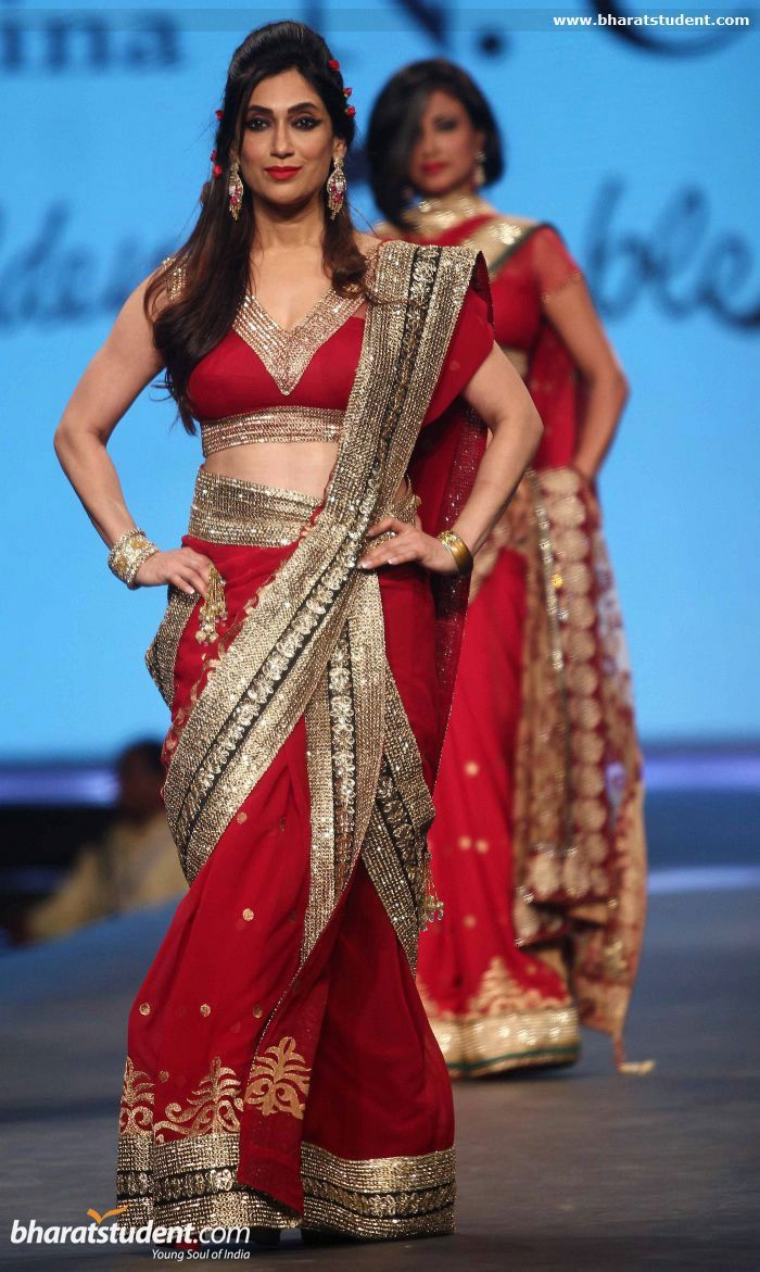 Vaishali Desai in red saree #saree #sari #blouse #indian #outfit  #shaadi #bridal #fashion #style #desi #designer #wedding #gorgeous #beautiful