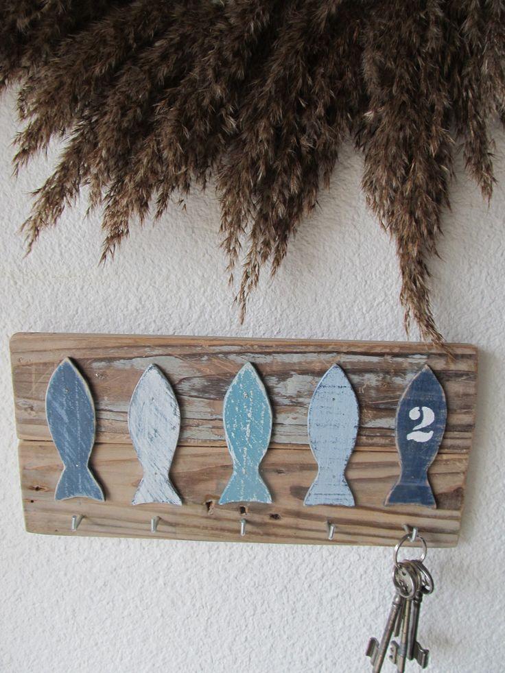 Accroche porte - clef cinq poissons sur bois flotté : Meubles et rangements par vidal-tm