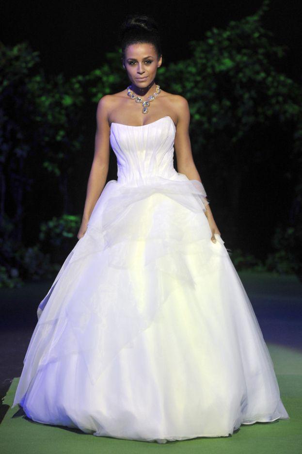 wedding dress by Viola Piekut