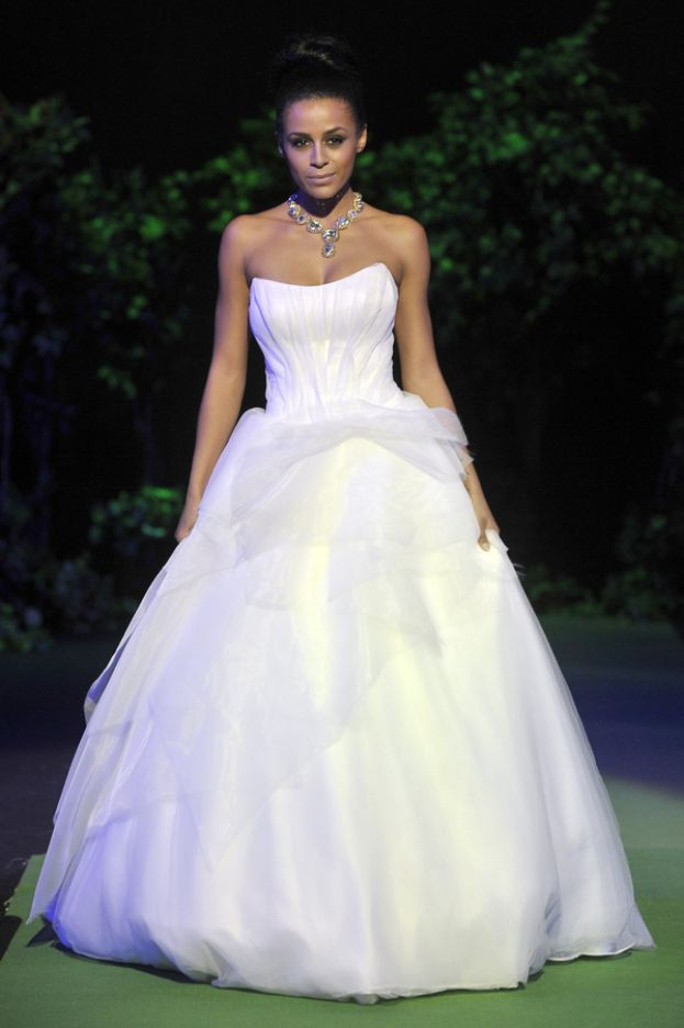 wedding dress by Viola Piekut