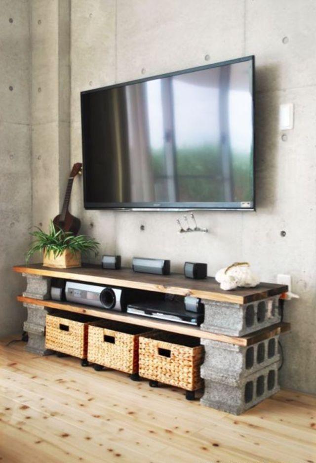 6 parpaings + 2 planches = 1 meuble TV