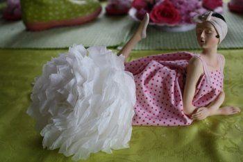 Fleurs en papier de soie, à décliner de toutes tailles, formes et couleurs pour créer une décoration personnalisée.