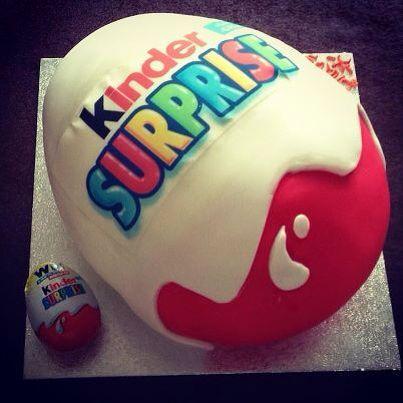Kinder sorpresa a torta