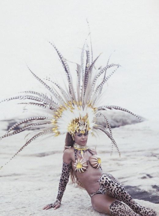 Dancer Quiela in costume for the Rio Carnival Photography by Cecilia Duarte