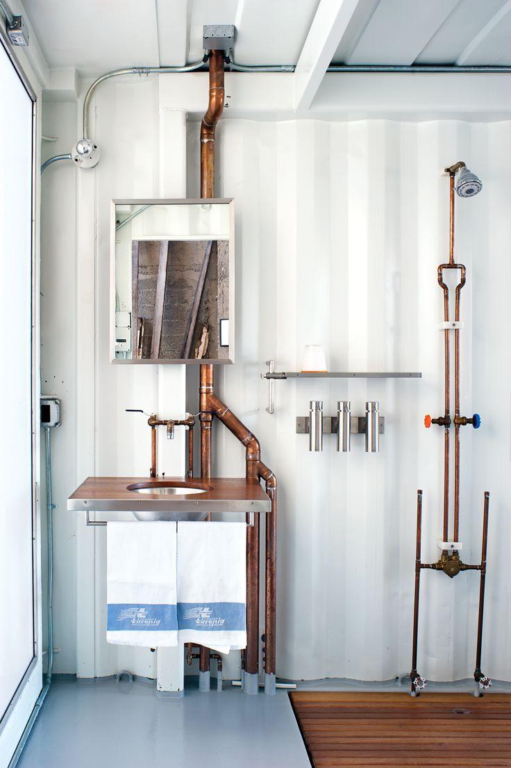 Loft in a shipping container and bathroom with copper pipes / Loft aménagé dans un conteneur maritime et sa salle de bain aux tubes en cuivre #cuivre #copper #bathroom #pipes #design #container