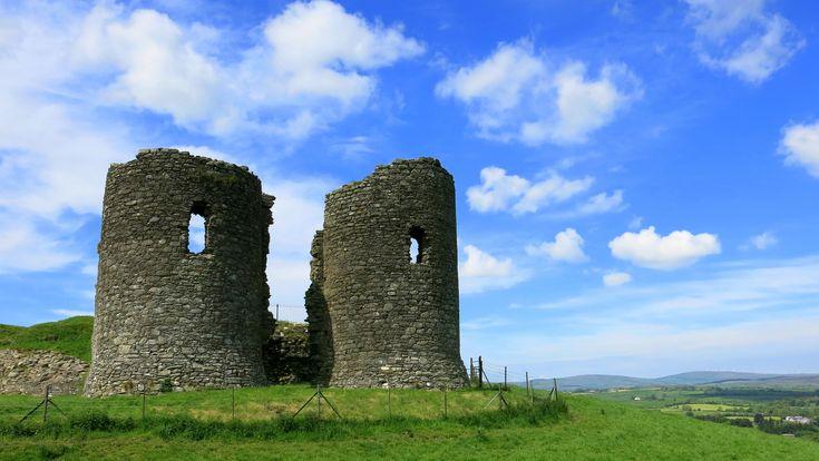 Le Harry Avery's Castle est un joli château nord-irlandais, situé près de Newtownstewart, dans le comté de Tyrone. Bâti sur une colline au 14ème siècle, il est considéré comme l'un des châteaux les plus originaux de la région !