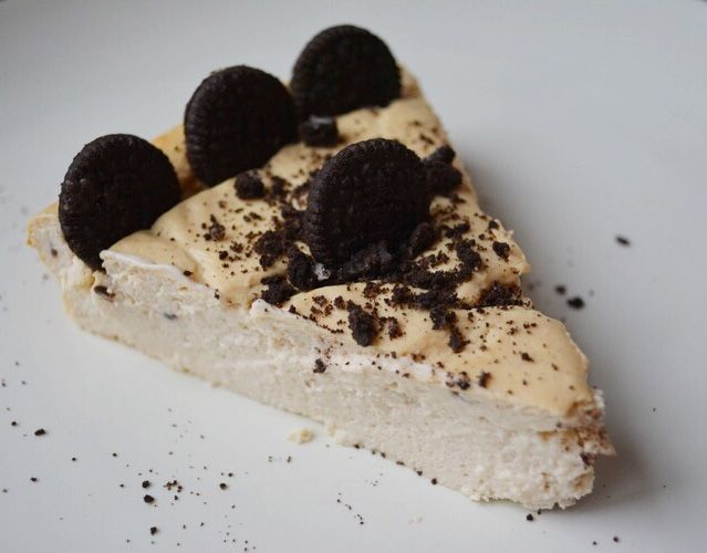 High Protein, Low Calorie Oreo Cheesecake (22g protein//8g C//2g F-148 calories)