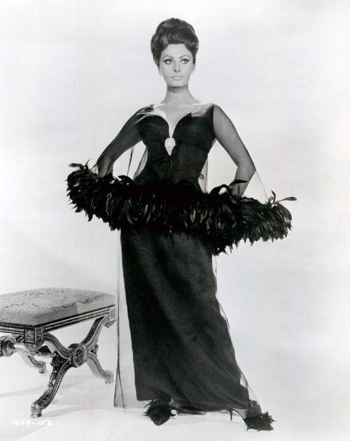 Sophia Loren wearing Dior....reépinglé par Maurie Daboux ❥•*`*•❥