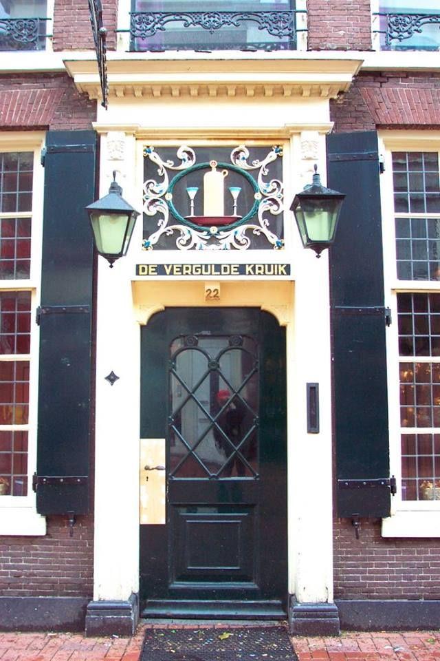 Cafe de Kruik op de Haarlemmerstraat, Leiden via Ria Zirkzee