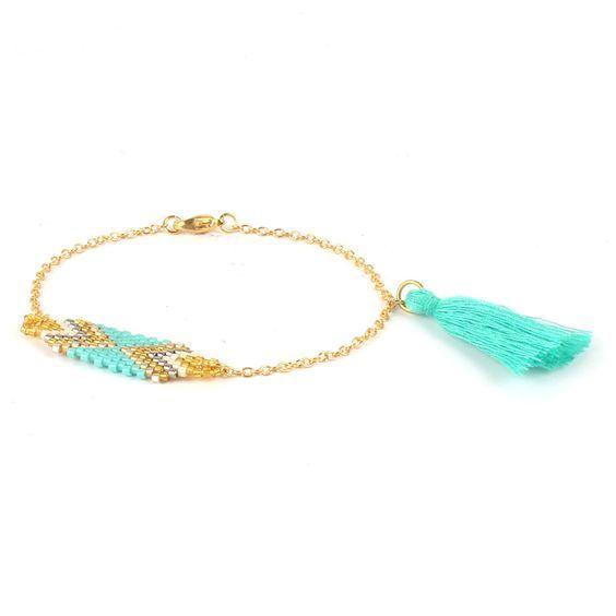 Bracelet tendance style boho chic, tissé en perles de rocailles.sublimera toutes vos tenues. Ce bracelet est composé de perles de rocaille formant des motifs tendance. Ce bracelet s'adapte à toutes les morphologies de poignet.    Souple et léger, il s'enroule délicatement autour de votre poignet    Emballage cadeau offert!