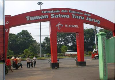 Taman Satwa Taru Jurug for holidays with family