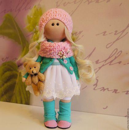 Купить или заказать Текстильная куколка-малышка Лада в интернет-магазине на Ярмарке Мастеров. Текстильная куколка-малышка Лада. Рост 30 см., стоит сама. Сшита из кукольного трикотажа, волосы- кукольные трессы. Одета в фатиновое платье, отделанное кружевом, стеганый трикотажный жакет, гетры, вязаную шапочку и шарф. На ножках замшевые ботиночки. В ручках любимый мишка.