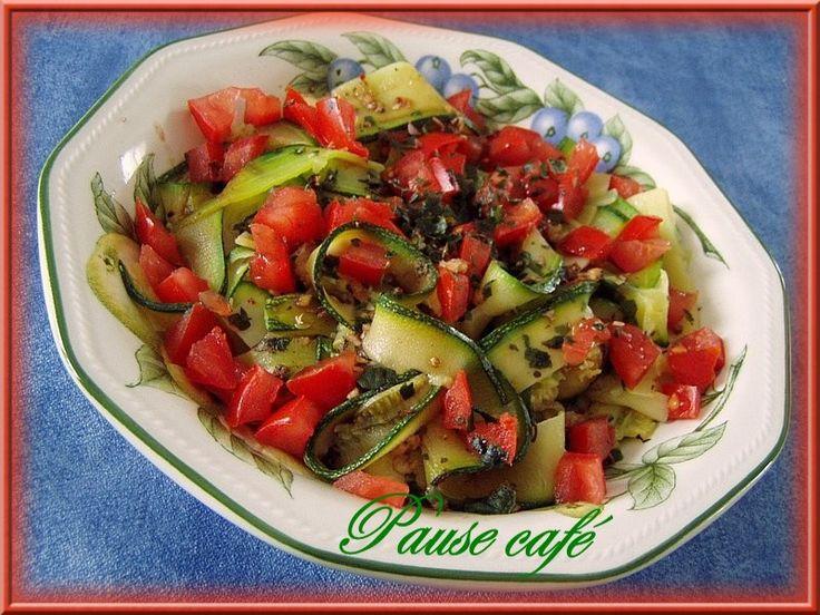 Salade de tagliatelles de courgettes et tomates