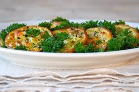 In de keuken: Griekse courgettekoekjes met tzatziki