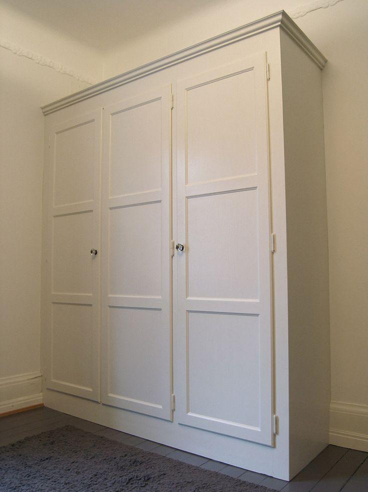 Platsbyggd garderob i 20-tals stil av Möllansverkstäder