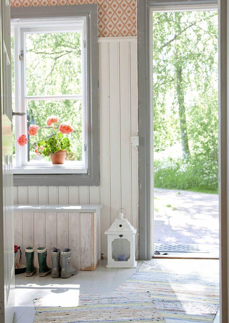 Puolipaneeli on keveämpi ratkaisu kuin koko seinän panelointi. Katso Unelmien Talo&Kodin 10 vinkkiä kodin eri tiloista.