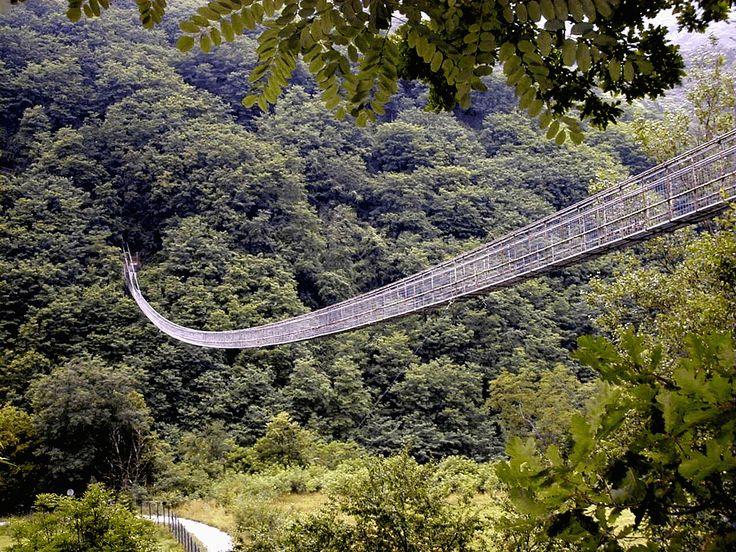 De ophangbrug Ponte sospeso van Mammiano