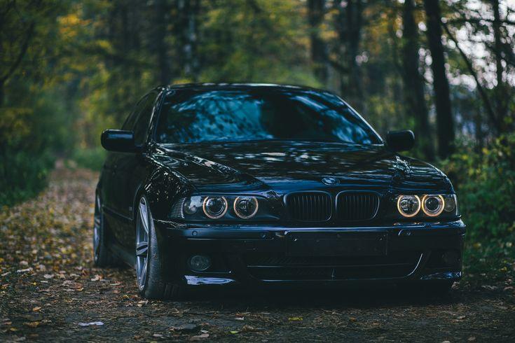 BMW E39 black lowered stance