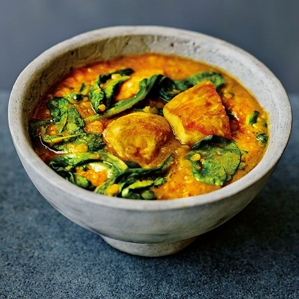 Who doesn't love a good curry? This filling dish will quickly become a family teatime favourite, or a popular dish for sharing with friends – a one-pot wonder at its best. You could swap the chicken for fish, seafood or tofu.SERVES 4