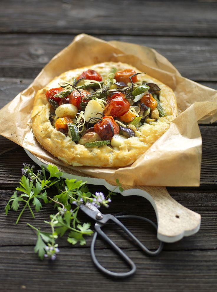 Paj med goda rostade grönsaker som inte behöver någon pajform!