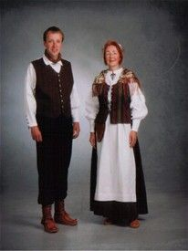 Kven Drakten. In the late 1990s a Kven costume was designed. It is not a reconstruction of an old costume, but rather a new design based on pictures and other sources about the clothing and jewelry used by Kvens in the late 19th and early 20th century. The purpose of creating the costume was to unify and strengthen Kven identity.