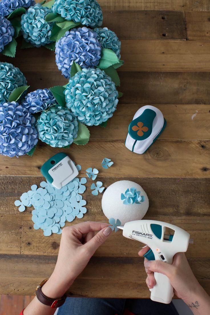 Cómo hacer una corona de hortensias de papel