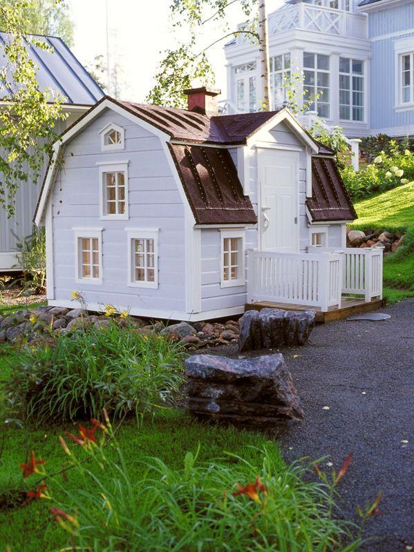 Pikkuruinen Kannustalo (leikkimökki). Play house.