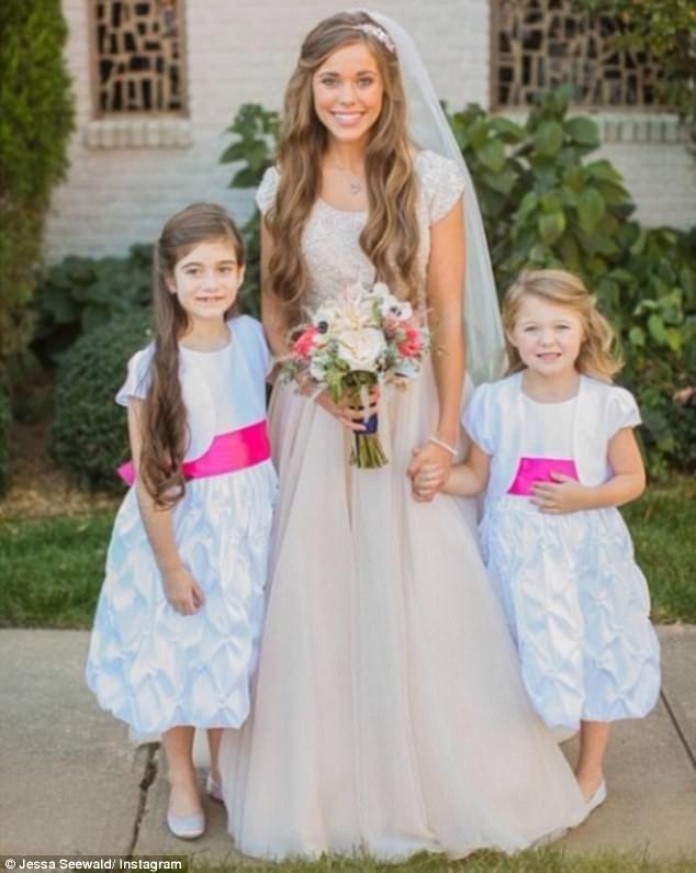Jessa Duggar S Wedding Dress In 2020 Jessa Duggar Wedding Dress Jessa Duggar Wedding Duggar Wedding