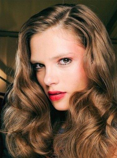 Most Glamorous Vintage Hairstyle – Veronica Lake Curls