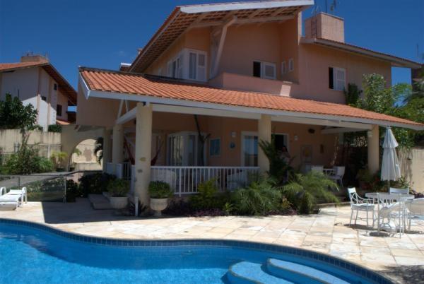Fortaleza-CE: Aluguel de temporada Villa Costa, 4 quartos, 7 banheiros, acomoda 8 pessoas. Próximo á praia, restaurantes e lojas. Piscina privada.