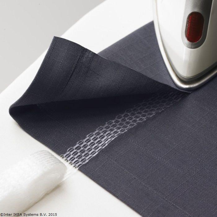 Poți scurta ușor o perdea chiar la tine acasă, fără să tai sau să coși. Adaugă o bandă adezivă și apoi lipește totul cu puterea fierului de călcat. www.IKEA.ro/banda_adeziva_SY