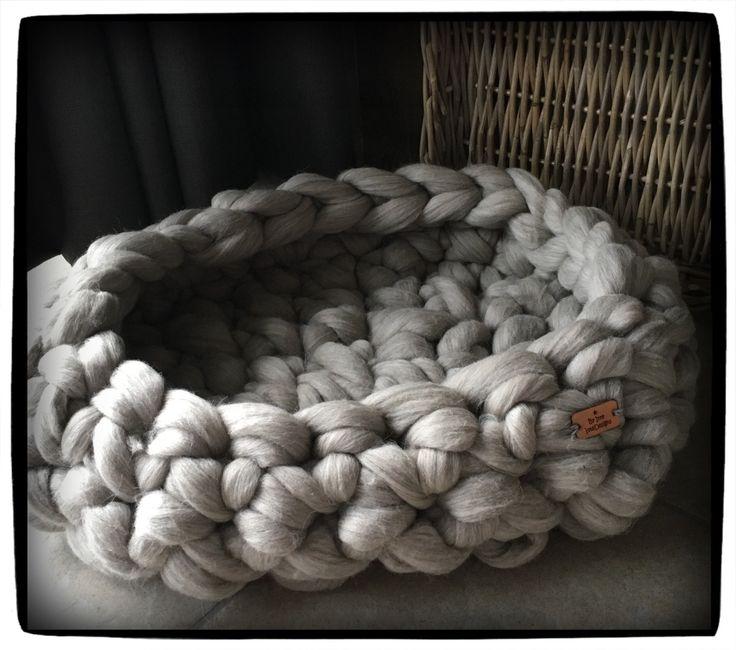 Ovale mand 50 x 35 en ca 15 cm hoog van ongeverfde Merino 100% wol grof gebreid / chunky knit door ItteDesigns op Etsy