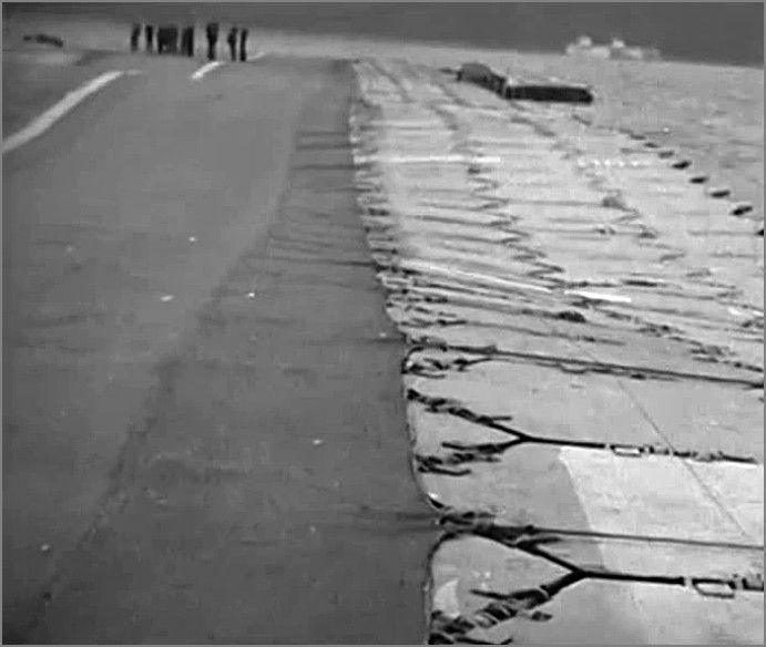 """""""Лилия"""" -  плавающая взлетно-посадочная полоса, Англия, сент. 1945.  Фото1"""