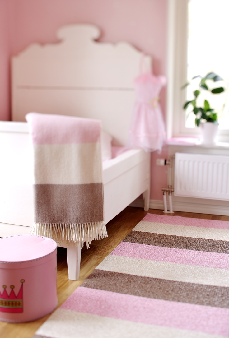 Meer dan 1000 idee n over slaapkamer karpetten op pinterest geometrisch tapijt boheems tapijt - Kinderkamer grijs en roze ...