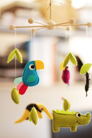 I love mobiles...still wish mine kiddos were little so I'd have an excuse to have them all over the house!