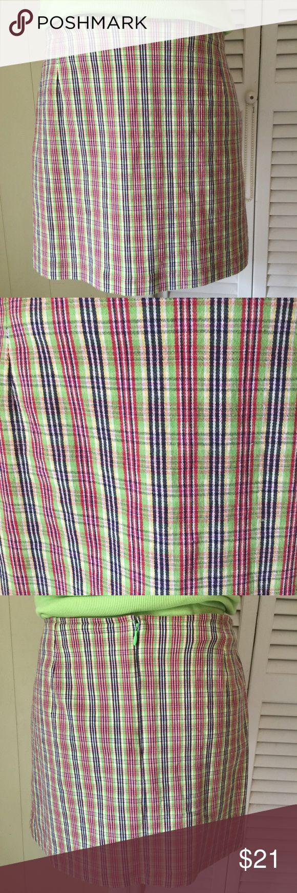 "Quizz Stretch Skirt Size XL Nice little stretchy skirt and a beautiful design.  Back zipper and eye hook.  EUC  Waist:  36"" Length:  15"" Quizz Stretch Skirts Mini"