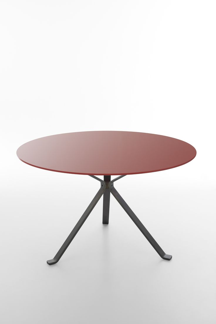 Revo table coll Reflection lobster round glass top + vintage black metal legs design by Progetto CMR #focusoncolor #color design and finishing by Raffaella Mangiarotti #living #shining