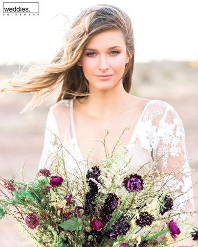 Özelikle açık hava düğünleri için her zaman tavsiyemiz, rengarenk mevsim çiçeklerinden yana.💐 Especially for open-air weddings, we always recommend the colorful seasonal flowers.💐