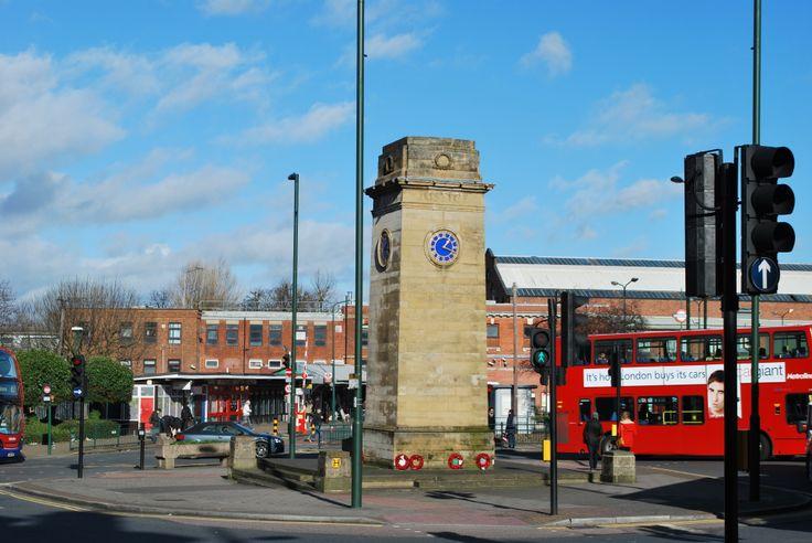 London Underground, Golders Green bus stops