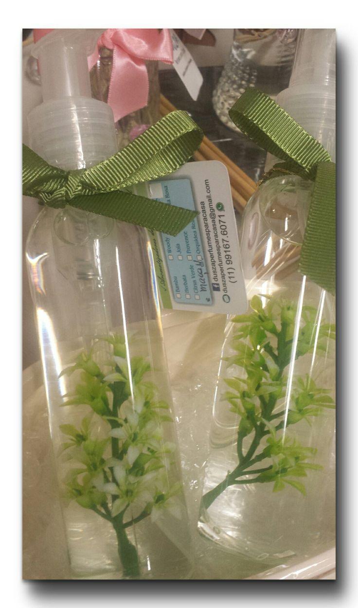 Deixe uma lufada fresca de perfume de maçã verde invadir a sua casa!!! Kit Sabonete e Home Spray.   #duszaperfumesparacasa  #aroma  #maçãverde #presenteparamamãe  #perfumedehogar  #perfume #aroma  #fragrância  #homefragrance  #home #homespray  #decoração  #decor #gift #mothersday  #diadasmães  #presenteparamamãe  #presenteperfumado  #aromatizadordeambiente  aromatizador #sabonete #sabonetelíquido #liquidsoap #maisonparfum #perfumeparacasa #aromademaçãverde