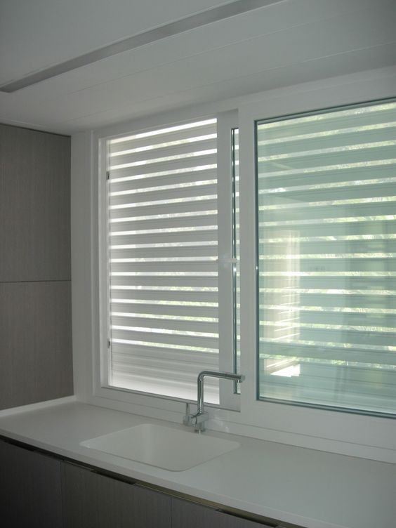 Ventana de PVC con persiana microperforada